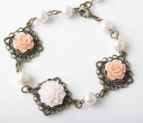 flower cabochon and antique brass bracelet - Shabby chic - pink and peach flowers -flower and pearl - pink and brass - cabochon jewelry